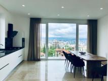 Сдается недавно отремонтированный дом на Вере. При желании будет добавлена   мебель. Дом светлый и уютный, с него открывается прекрасный вид на весь Тбилиси. Также есть небольшой бассейн. Во дворе два дома, двор общий. Есть место для парковки