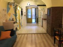 Продается квартира в Сололаки, на улице Беридзе (за зданием парламента), в красивом, туристическом и уютном итальянском дворе. Квартира находится на первом этаже, есть спальня и гостиная с небольшим двором! квартира имеет аккаунт airbnb и работает хорошо!