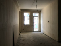Flat for sale on Chiatura str. In 'Green Frame' condition. The apartment has heating pipes and ceiling made of 'Knauf' material. The building has 2-level parking area.