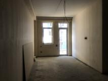 Продается квартира на ул. Чиатура В состоянии 'Зеленного каркаса'. В квартире проведени трубы центрального отопления, потолок из материала 'Кнауф'. В здании 2-х уровневая парковка.
