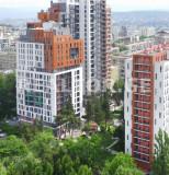 Сдается 2 комнатная квартира студийного типа, полностью оборудованная мебелью и техникой, с парковочным местом во дворе. На Сабуртало, в комплексе 'Зеленый Будапешт'. Комплекс имеет круглосуточную охрану и игровую площадку для детей.