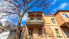 Продается 80 кв.м. Квартира на Мтацминда  (Старый Тбилиси)