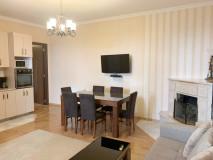Продается квартира на Вере, на улице Милорова! 100 кв.м. отремонтированная квартира на втором этаже,  с 3 спальнями, 2 туалетами, гостиной, с или без мебели, 4 кондиционера и центральное отопление. Квартира работает для туристического бизнеса!