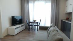 Продается 2 комнатная квартира-студия, с изолированной спальней и гардеробной, 15 кв.м. балкон и 55 кв.м. терраса на крыше. Квартира полностью оборудована бытовой мебелью и техникой. Расположенный в Ir. Улица Абашидзе, недалеко от пересечения улиц Абашидзе и Аракишвили, возле