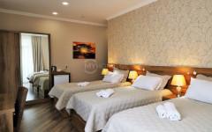 ქირავდება სასტუმრო ფიქრის გორაზე. სასტუმრო უზრუნველყოფილია საჭირო ავეჯითა და ტექნიკით. ყველა ოთახს აქვს საკუტარი სველი წერტილი და კონდინციონერი, იზოლირებული სამზარეულო და სამრეცხაო. Hotel for rent on 'Pikris Gora'. The hotel is provided with necessary furniture and household appliances. All rooms are supported by the bathroom and air conditioning systems. The hotel has a separate kitchen and laundry. Сдаётся в аренду на 'Пикрис Гора' гостиница, которая обеспечена необходимой мебелью и бытовой техникой. Все номера оснащены ванной комнатой и системой кондиционирования воздуха. В отеле имеются  кухня и прачечная.