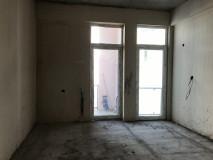 Продается квартира на улице Акаки Гахокидзе, за отелем Симпатия, Белая рама. Железная дверь, натяжной пол, электропроводка, трубы центрального отопления.