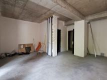 Продается 81 кв.м. 3 комнатная квартира, студийного типа, с 2-мя спальнями. В новостройке, в Ваке, на улице Жвания.