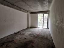 იყიდება 78 კვ.მ 3 ოთახიანი ბინა, ახალ აშენებულ კორპუსში, თეთრი კარკასის მდგომარეობით. ბინა მდებარეობს სამხრეთ/დასავლეთ მხარეს, შესაბამისად ბინა არის თბილი და განათებული.
