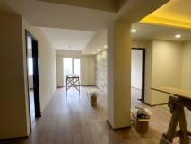 Продается 3-комнатная квартира на Вере! В доме новостройка, аккуратный подъезд, лифт и этаж. В квартире 2 спальни, гостиная с балконом и 2 ванные комнаты! Окна квартиры выходят на улицу, имеют вид на Тбилиси .Квартира с новым ремонтом,оборудованные санузлы!